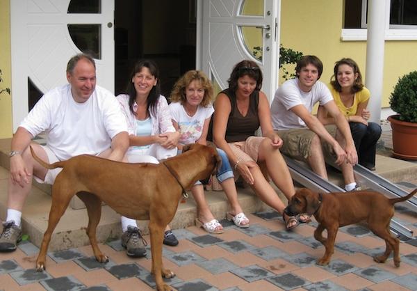 Meine Frau Sabine, meine Cousine, meine Schwester und Ihre Tochter und Ehemann plus unseren zwei Hunden