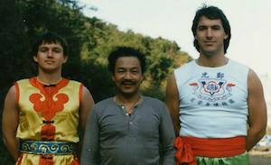 Links: Lothar Hirneise, Mitte: unser Meister in Hong Kong, Rechts: ich